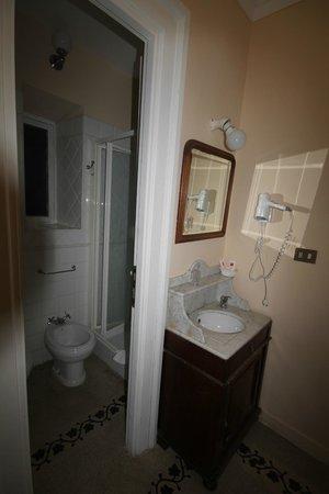 Marta Guest House: Bagno privato