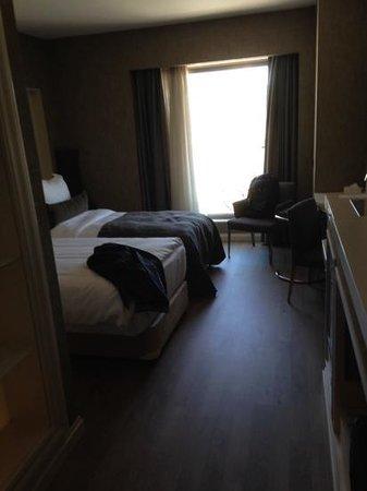 Limak Eurasia Luxury Hotel: chambre confortable, vue degagée mais pas specialement interessante