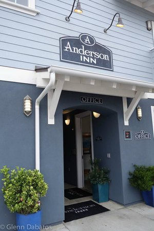 Anderson Inn: Front