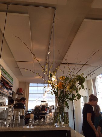 Buffet Van Odette : Lots of light and flowers