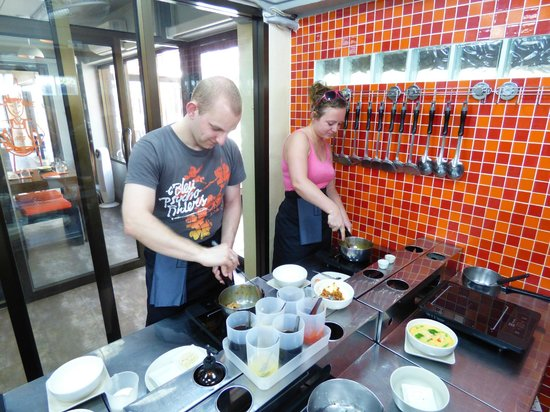 Pum's Cooking School, Patong Beach : Cooking