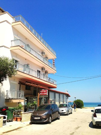 Agia Triada, Grecia: Отель, боковой вход