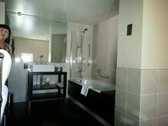 Malmaison Oxford Castle : Bathroom