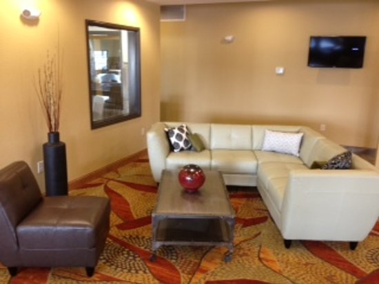 Expressway Suites of Grand Forks: Lobby Area