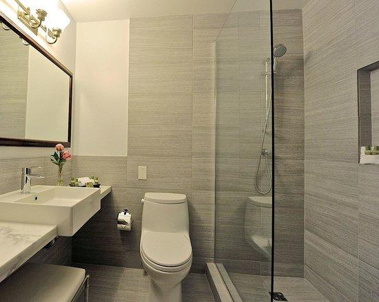 Park South Hotel : New Elegant Slate-Tiled Executive Bathrooms