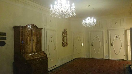 Hotel Bristol Wien: Холл 4-го этажа.