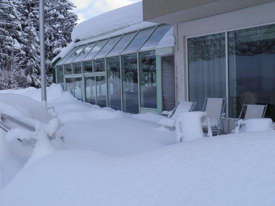 Club Med Saint Moritz Roi Soleil: Le bar vu de l'extérieur