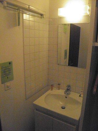 """Club Med Saint Moritz Roi Soleil : la salle d'eau de la """"chambre solo"""""""