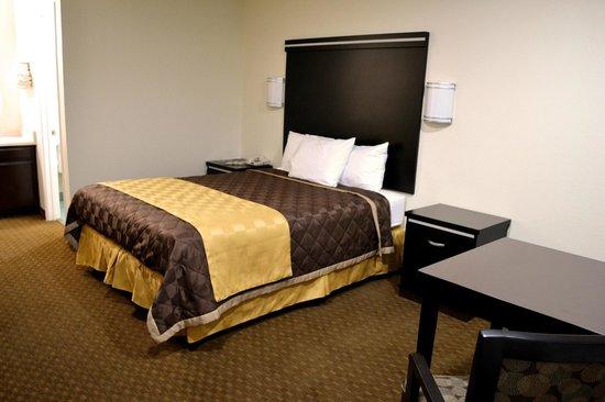 Americas Best Value Inn : 1 Queen Comfortable Bed