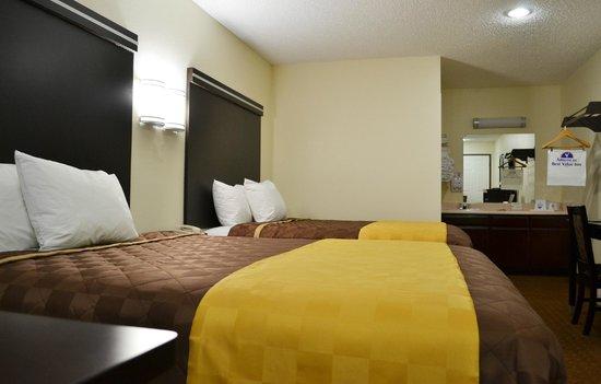 Americas Best Value Inn: 2 Queen Comfortable Beds
