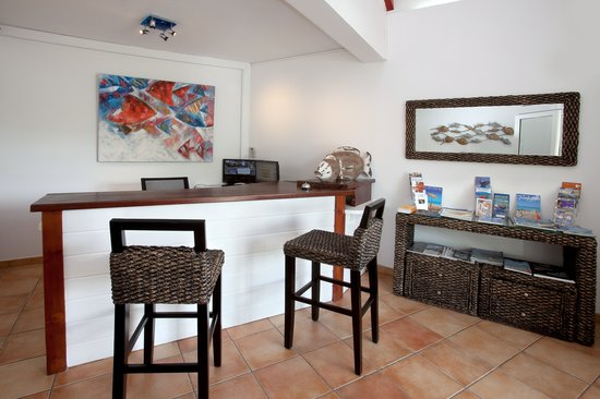Blue Bay Beach Hotel : Take advantage of a warm welcoming at the reception desk