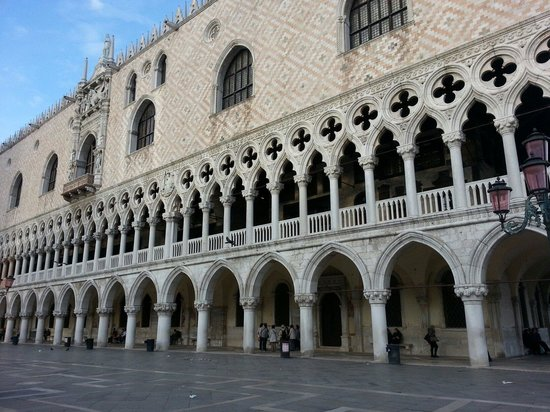 Piazza San Marco (Place St Marc) : Like the lace of burano.