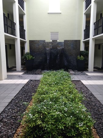 Boca Raton Resort, A Waldorf Astoria Resort: courtyard at Bungalows