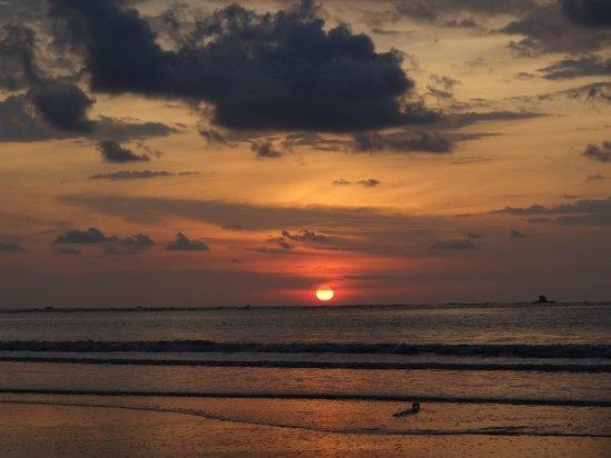 Cabinas Esmo: Atardeser En Playa Punta Uvita