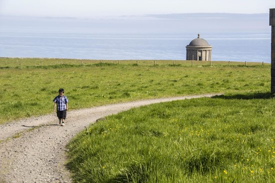 Mussenden Temple: You never walk alone