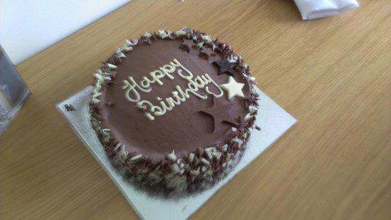Stratford Manor Hotel: bday cake
