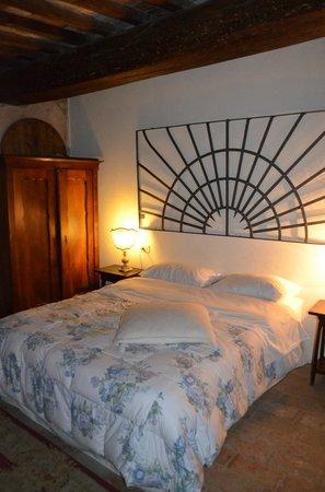 Castello Valenzino: Todi