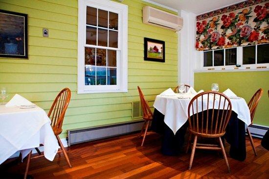 The Ashby Inn & Restaurant: Porch Dining