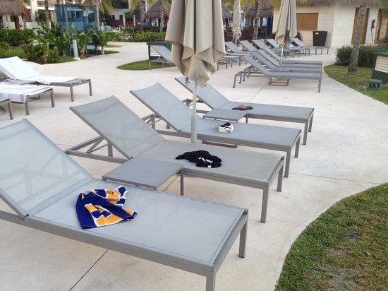 Paradisus by Melia Playa Del Carmen La Esmeralda: People´s objects reserving pool chairs at 6 am