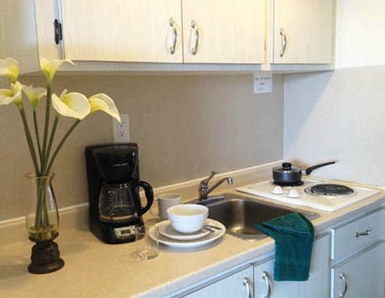 Crystal Beach Motor Inn : Fully Equiped Kitchen Area in Suites