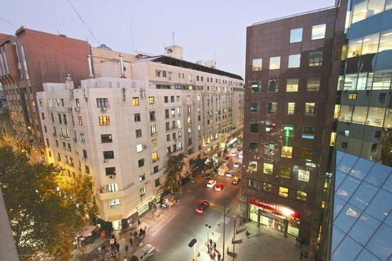Hotel Panamericano: Vista do apartamento para o centro financeiro de Santiago do Chile