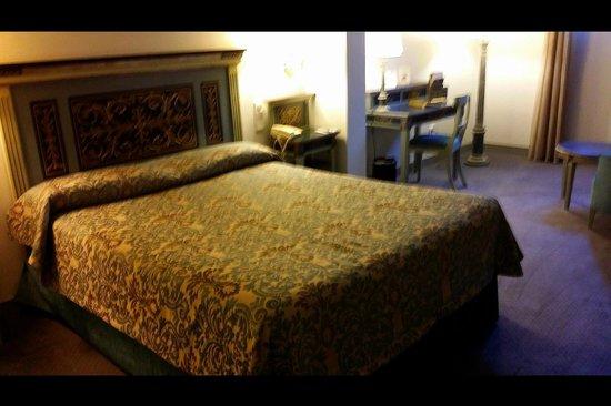 Palacio de los Velada: Habitacion individual con una cama inmensa