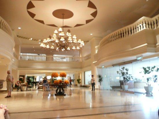Hotel Equatorial Melaka: Hotel's lobby