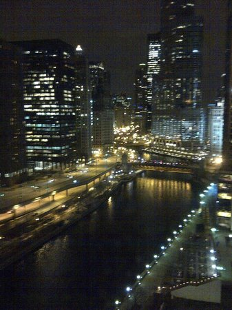 Sheraton Grand Chicago: chicago river night