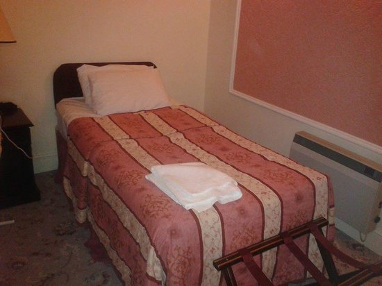 Royal Victoria Hotel: The extra room.