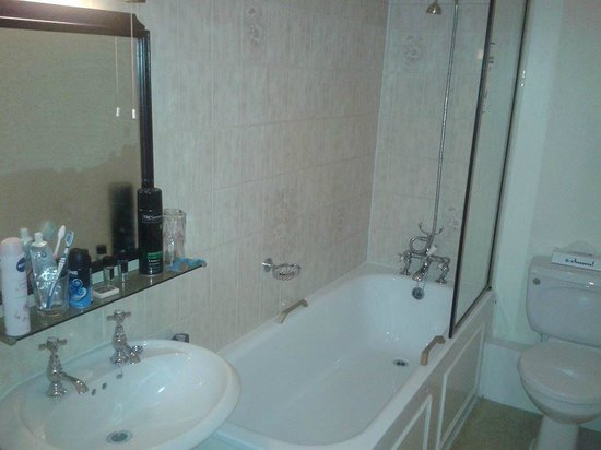 Royal Victoria Hotel: Nice & clean, relaxing shower.