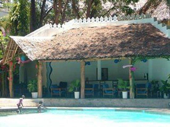 The Plaza Beach Hotel: Pool Bar