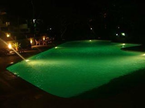 The Plaza Beach Hotel : Pool at night