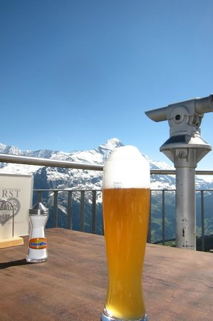 Grindelwald, Schweiz: A Cold Bier at The First Restaurant