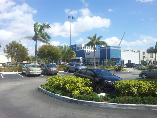 Baymont Inn & Suites Miami Airport West/Doral: Bom para compras