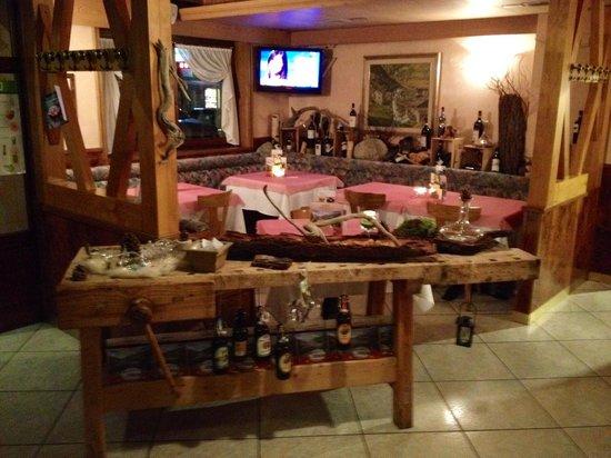 Hotel Miravalle: Parte del caratteristico ristorante: vale la pena provare i piatti tipici della tradizione Valte