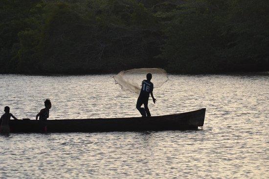 Queen Lobster Bungalows: Pescadores en Kakahbila