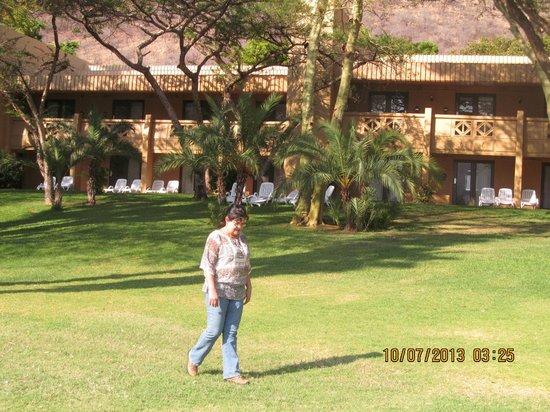 Cabanas, Sun City: Jardins em frente ao quarto