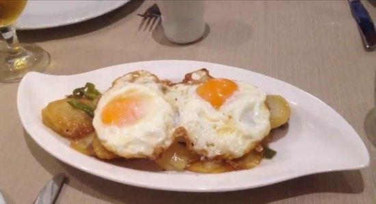 Familia y amigos: Huevos rotos