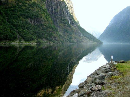 Gudvangen Fjordtell : Vista sul fiordo dal ristoro