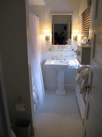 The Cooper Inn: Bathroom