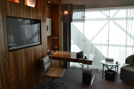 Hyatt Capital Gate: suite