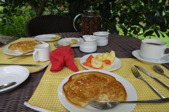 Kelimutu Crater Lakes Eco Lodge, Moni, Flores: Breakfast!