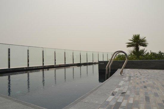 Hyatt Capital Gate: swiming pool