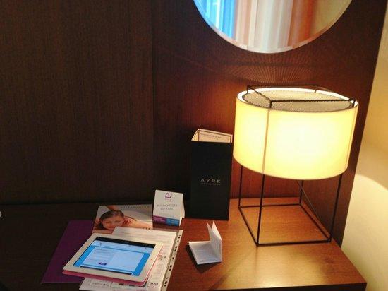 Ayre Hotel Gran Via: scrivania