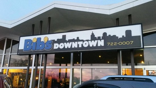 Bib's Downtown: Nice place lots of room inside