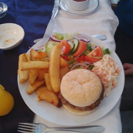 Captain Cook Inn: Burger and Chips