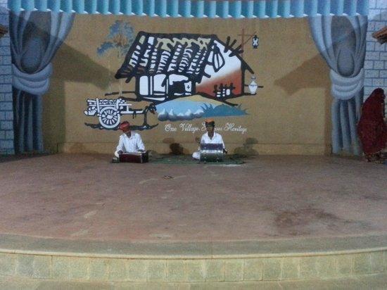 Vijayshree Resort & Heritage Village : Artists performing