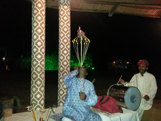 Vijayshree Resort & Heritage Village : An artist performing