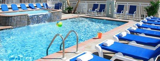 Crystal Beach Motor Inn: Ocean View Pool & Sundeck