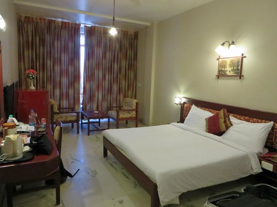 Hotel Gnanam: The room